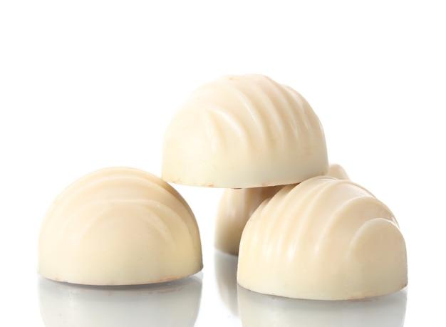 Bonbons en chocolat blanc sur blanc