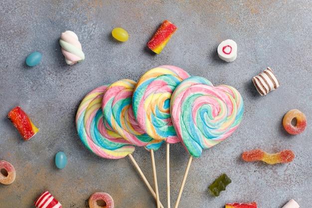 Bonbons colorés, gelée et marmelade, bonbons malsains.
