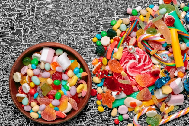 Bonbons colorés sur vieux