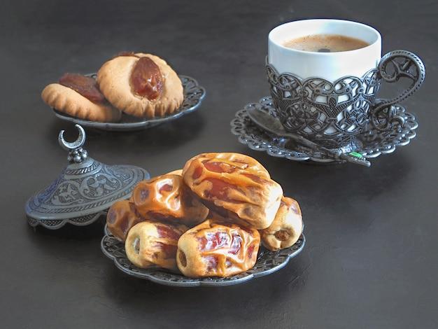 Bonbons de dattes du ramadan. biscuits de la fête islamique el fitr