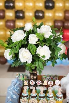 Bonbons et décoration de tables - thème du chien - anniversaire d'enfant