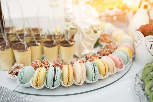Bonbons et desserts de mariage