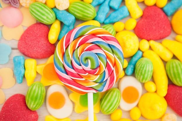 Bonbons de différentes formes et couleurs
