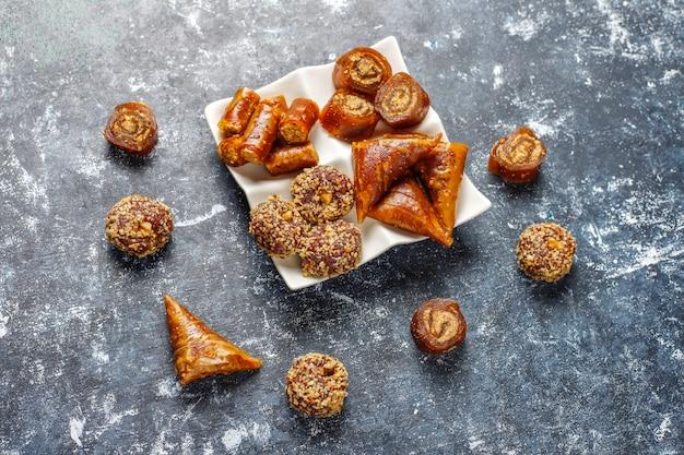 Bonbons de l'est, assortiment de délices turcs traditionnels aux noix.