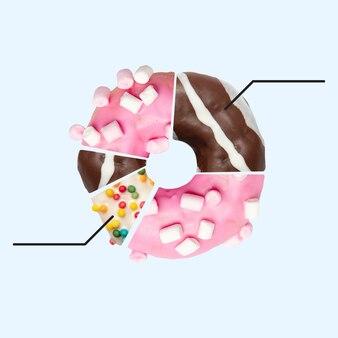 Bonbons faits de. donut sous forme de camembert sur fond bleu. copyspace pour votre annonce. design moderne. oeuvre contemporaine, collage. concept d'été, de vacances, de villégiature, d'humeur, de saison de plage, de nourriture.