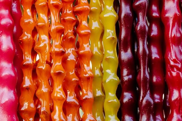 Bonbons faits maison colorés churchkhela