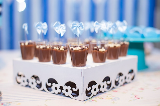 Bonbons et gâteaux pour les fêtes d'enfants et mariage
