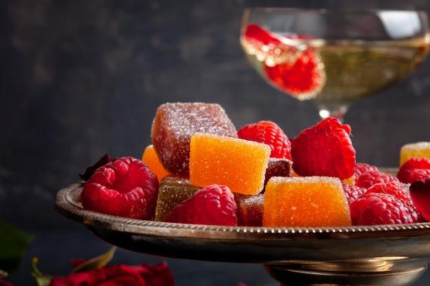 Bonbons à la gelée de fruits sucrés colorés ou confiture