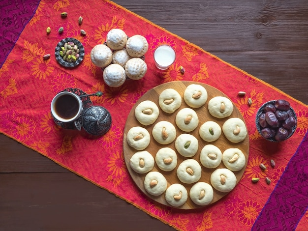Bonbons ghorayeba. eid mange. cookies de la fête islamique el fitr. bonbons du ramadan.