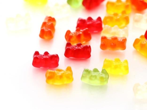 Bonbons gommeux colorés d'ours