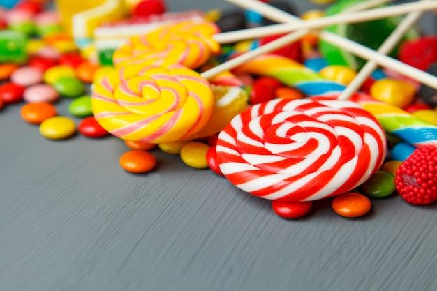 Bonbons multicolores et à mâcher