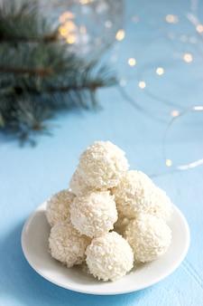 Bonbons à la noix de coco avec chocolat blanc