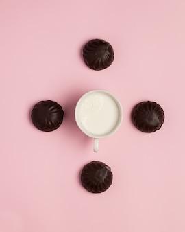Bonbons pour le thé et le café, biscuits à la guimauve