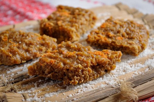 Bonbons sucrés à la cocada au miel de raparura dessert traditionnel du nord-est du brésil