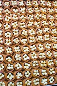 Bonbons traditionnels turcs savoureux sur le marché