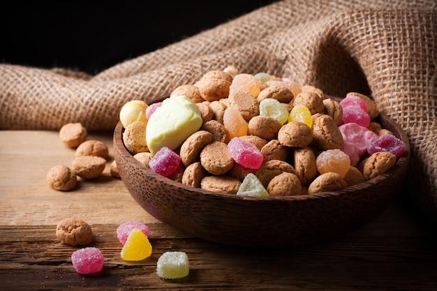 Bonbons typiques néerlandais pour sinterklaas - pepernoten (noix de gingembre)