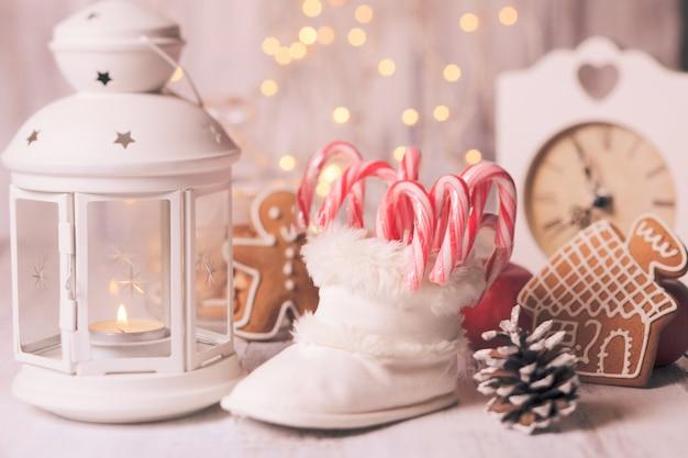 Bonbons de vacances - père noël en chausson blanc, décor de noël