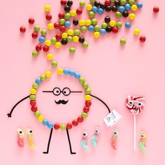 Bonbons vue de dessus sur fond rose