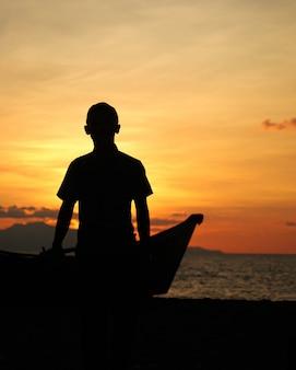 Bonheur au coucher du soleil