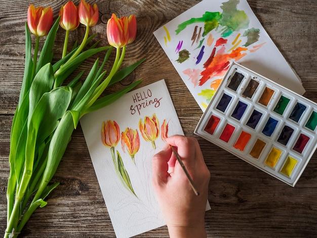 Bonjour carte de voeux de printemps avec bouquet de tulipes