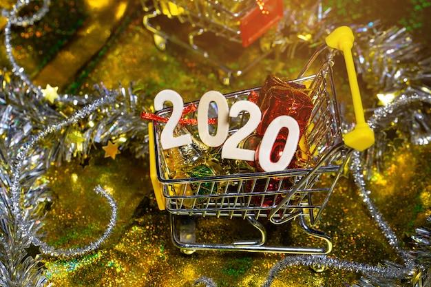 Bonne année 2020 avec mini panier et décoration.