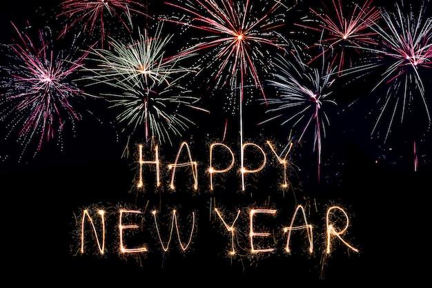 Bonne année 2020. texte créatif bonne année 2020 écrit des cierges magiques isolés