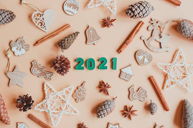 Bonne année 2021. décorations de noël avec numéros 2021