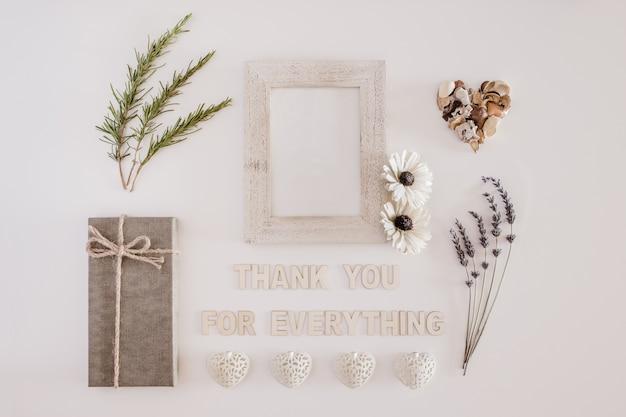 Bonne composition avec des lettres disant merci pour tout