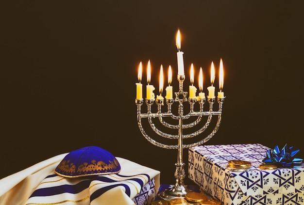 Bonne hanoukka de fête juive hanoukka avec menorah