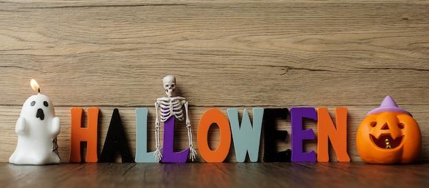 Bonne journée d'halloween avec fantôme, citrouille, bol et décoratif. truc ou menace, bonjour octobre, automne automne, concept festif, fête et vacances