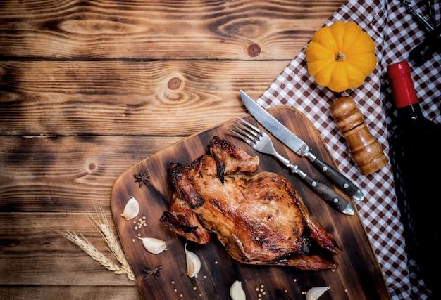Bonne journée de thanksgiving. poulet et dinde rôtis pour la fête en automne et en automne.