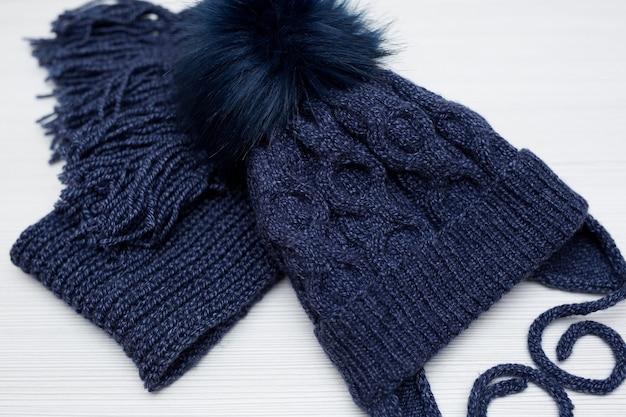Bonnet et écharpe d'hiver pour enfants en bleu
