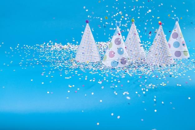 Bonnets et confettis