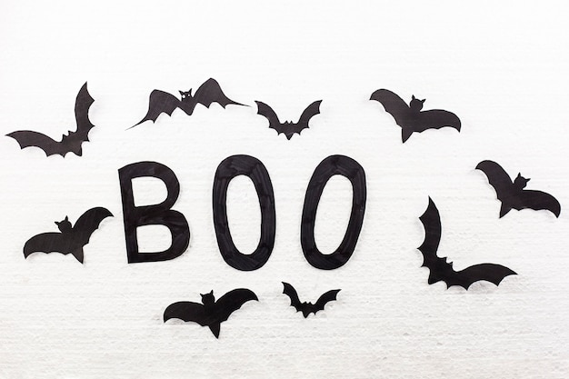Boo mot et chauves-souris sur le mur