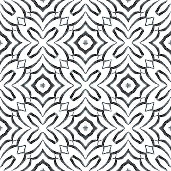Bordure aquarelle carrelée peinte à la main. design d'été chic bohème galbé noir et blanc. impression charmante prête pour le textile, tissu de maillot de bain, papier peint, emballage. fond aquarelle en mosaïque.