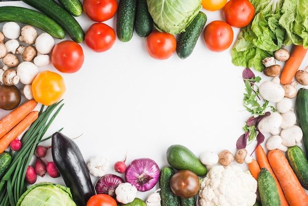 Bordure de délicieux légumes