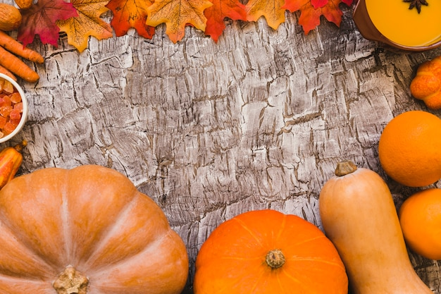 Bordure de feuilles et nourriture d'automne