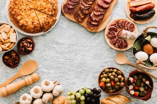 Bordure de nourriture sur table à motifs