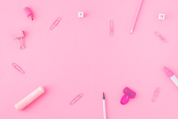 Bordure de papeterie rose