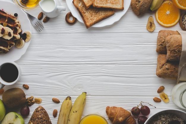 Bordure de la pâtisserie et des fruits