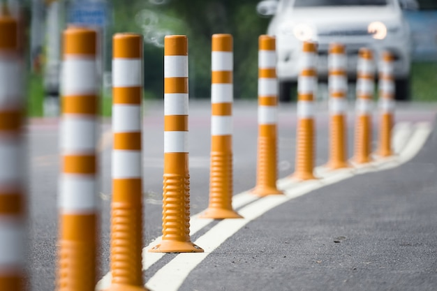 Borne de circulation flexible pour piste cyclable.