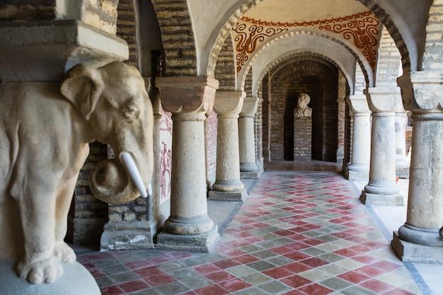 Bory var, gracieux château construit par un homme, bory jeno, à szekesfehervar, hongrie