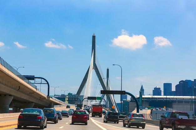 Boston zakim bridge à bunker hill dans le massachusetts