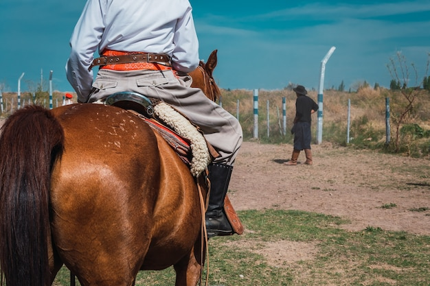 Bottes gaucho argentines traditionnelles en patagonie.