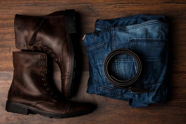 Bottes, jeans et ceinture