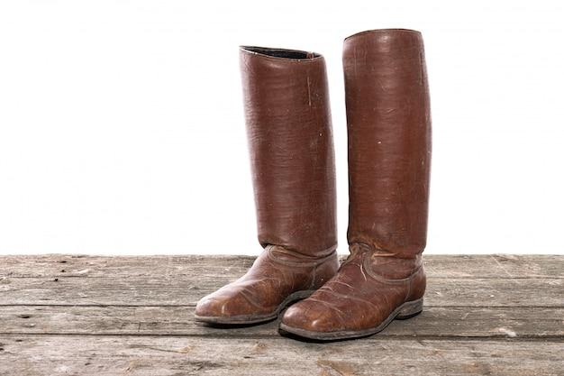 Bottes de mode rétro pour femmes. chaussures traditionnelles en cuir vintage pour femmes. isolé sur fond blanc.