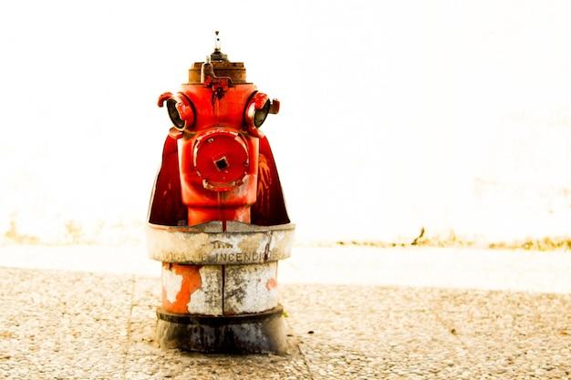 Bouche d'incendie avec arrière-plan flou