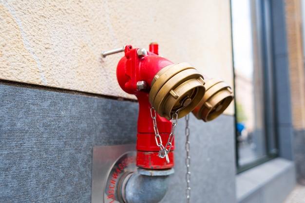 Bouche d'incendie de rue en allemagne. sécurité incendie de la ville.