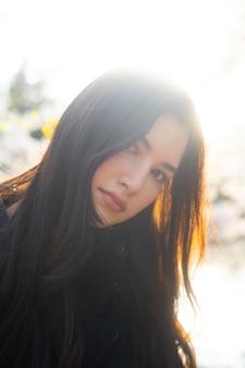 Bouchent le beau portrait de femme asiatique