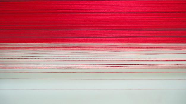 Bouchent beaucoup de texture rayé de filaments rouges.